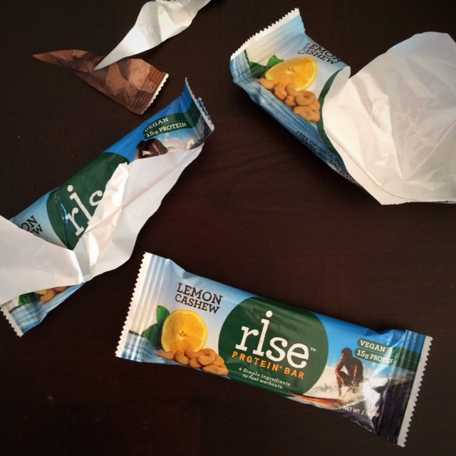 Healthy Gamer Snack Review: Lemon Cashew Vegan Rise Bars
