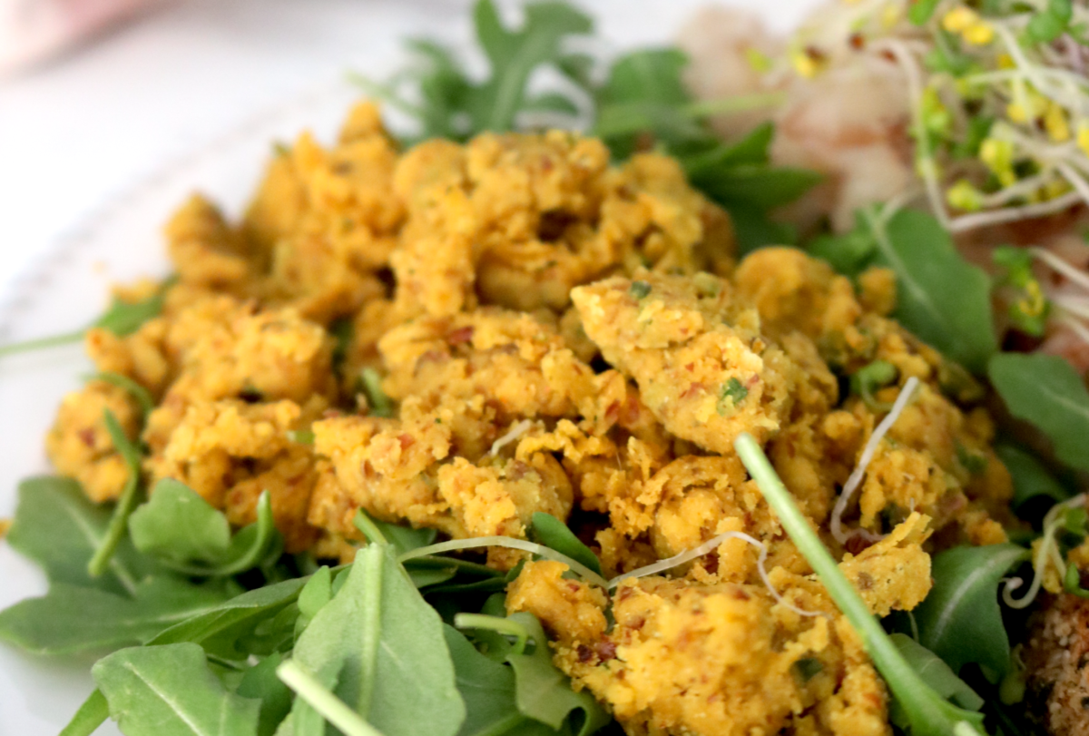Low-FODMAP Vegan Chickpea Scramble